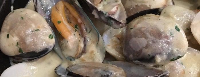 The Holy Crab Bali - Louisiana Seafood is one of followLin 님이 좋아한 장소.