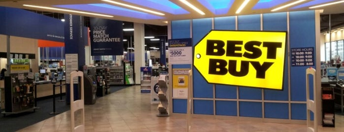Best Buy is one of Erik'in Beğendiği Mekanlar.