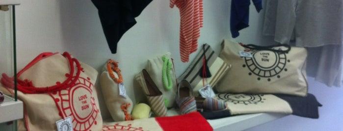 Greek Fashion Room is one of Tempat yang Disukai Onur.