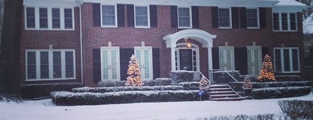 The House from Home Alone is one of Locais salvos de Andrew.