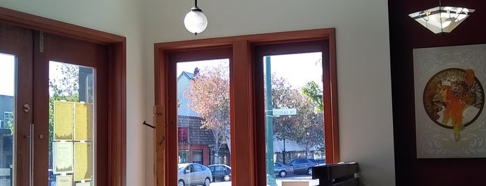 Cafe Eugene is one of Posti salvati di Lisa.