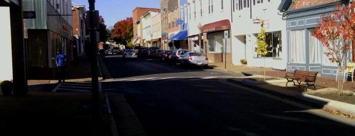 Downtown Front Royal is one of Orte, die Evan gefallen.