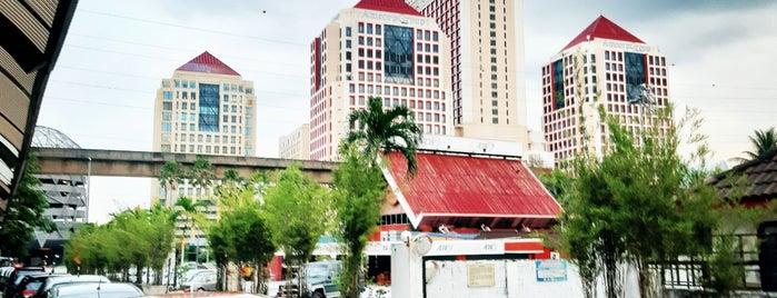 Shah's Village Hotel is one of Orte, die MrChingu gefallen.