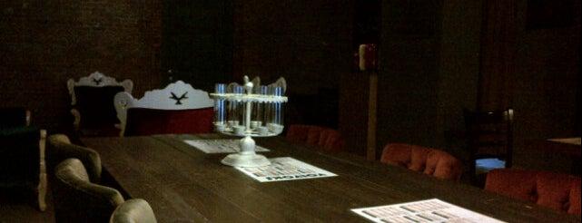 Volvoks Cafe & Bistro is one of sevdiğim ,gitttiğim cafeler ve barlar.