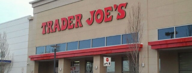 Trader Joe's is one of Ashley'in Beğendiği Mekanlar.