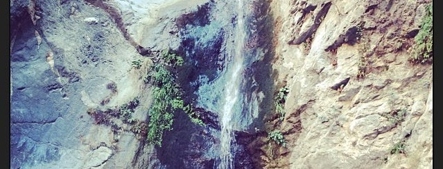 Eaton Canyon Waterfall is one of Tempat yang Disukai Mohammed.