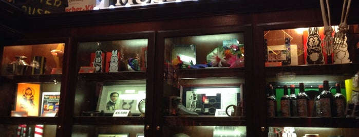 Houdini's Magic Shop is one of Tempat yang Disukai David.