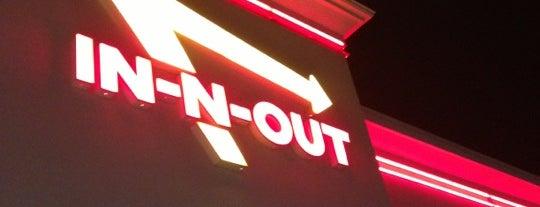 In-N-Out Burger is one of Orte, die Nate gefallen.