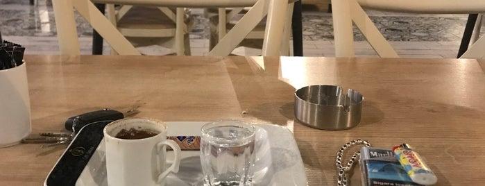 Cafe Bazilika is one of Posti che sono piaciuti a Nur.