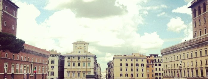 Piazza Venezia is one of Rome 2013.