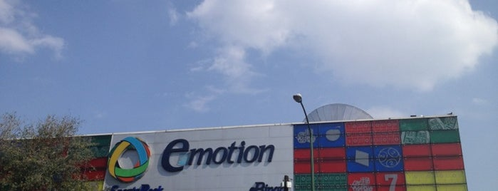 Emotion Casino is one of Lieux qui ont plu à Daniel.