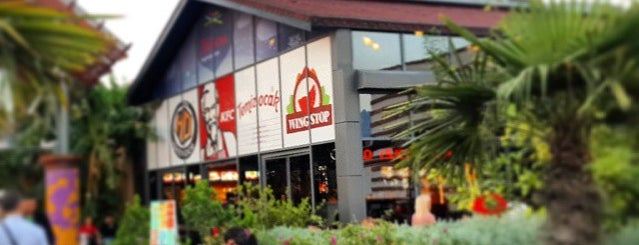 KFC is one of Orte, die Berkan gefallen.