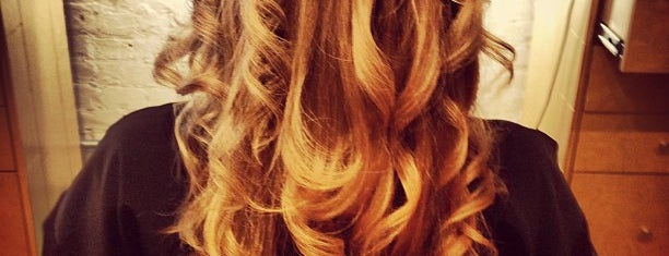 Anagen Hair Studio is one of Orte, die K gefallen.