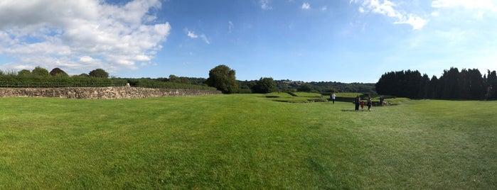 Caerleon Roman Amphitheatre is one of Lugares favoritos de Carl.