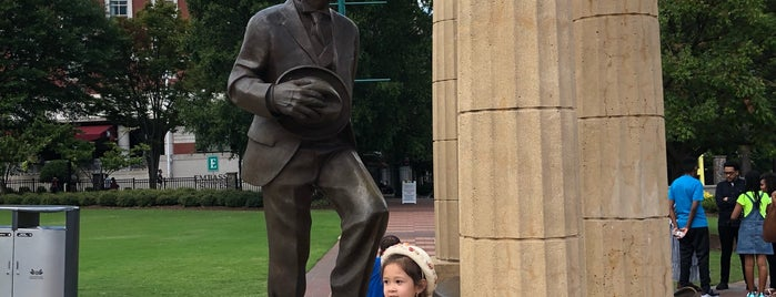 Baron Pierre de Coubertin Statue is one of Jazzy's Liked Places.