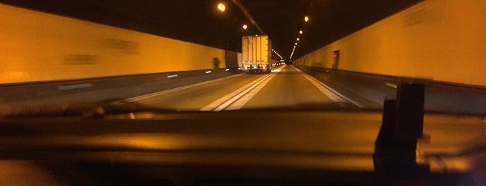 関トンネル is one of Lugares favoritos de 高井.