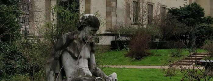Galerie de Botanique is one of Fleur's Paris.