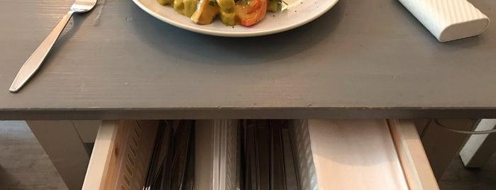 Avocado Club is one of Berlin Best: Cafes, breakfast, brunch.