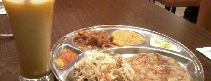 Komala's Restaurants is one of Naan Sense.