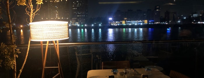 Crimson Bar & Grill is one of Cairo Trip.