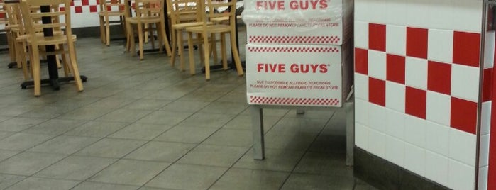 Five Guys is one of Tempat yang Disukai Michael.