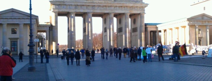 Pariser Platz is one of Berlin to-do list.