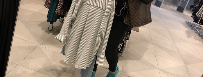 H&M is one of Cananさんの保存済みスポット.
