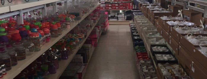 China Bazaar is one of สถานที่ที่ Bego ถูกใจ.