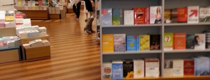 Books Kinokuniya is one of Dubai's very best Places = P.Favs.