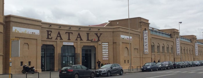 Eataly is one of Lugares favoritos de Matei.