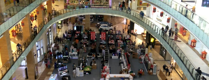 Hartono Mall is one of Orte, die Ammyta gefallen.