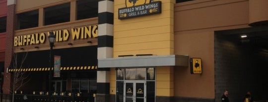 Buffalo Wild Wings is one of Locais curtidos por Kenney.