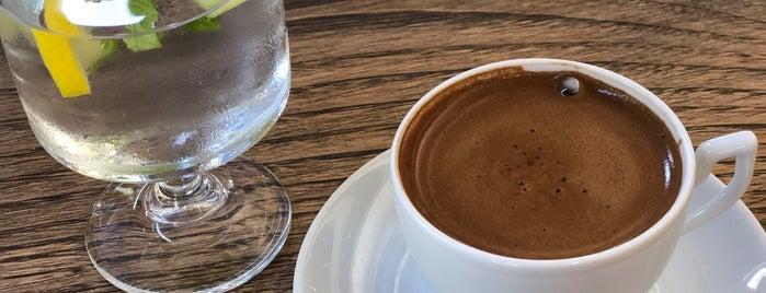 Nevre Cafe & Restaurant is one of Lugares favoritos de Dilek.
