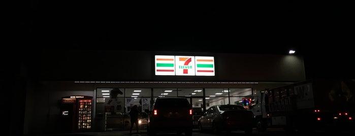 7-Eleven is one of Lugares favoritos de Josh.