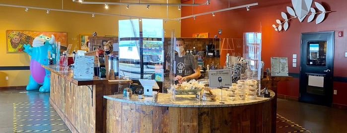 Coffee By Design is one of สถานที่ที่บันทึกไว้ของ Katherine.
