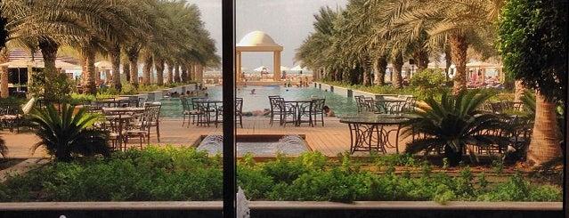 Hilton Garden Inn Ras Al Khaimah is one of Posti che sono piaciuti a George.
