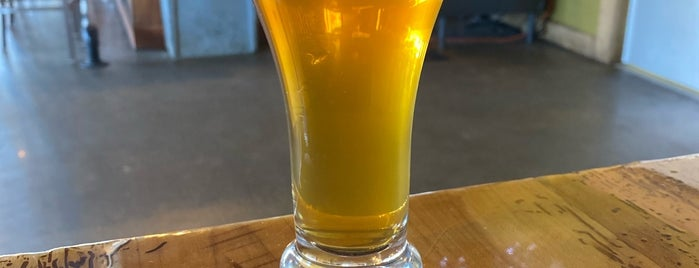 Thornapple Brewing Company is one of Locais salvos de Joey.
