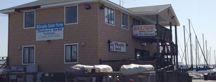 Willoughby Harbor Marina is one of Viningsさんのお気に入りスポット.