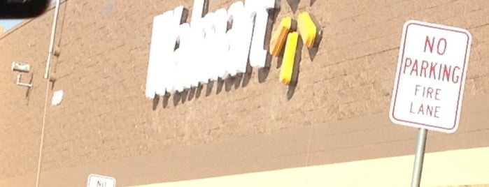 Walmart Supercenter is one of Betsy 님이 좋아한 장소.