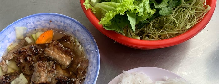 Bún Chả Hồ Gươm - Trần Phú is one of Lieux qui ont plu à Isabel.