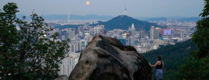 안산 자락길 is one of Seoul Favorites.