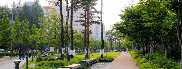 경의선숲길공원 is one of Seoul Favorites.