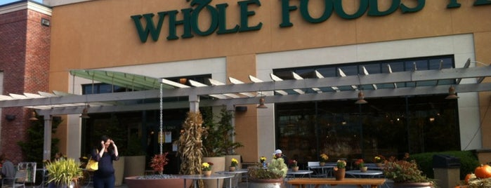 Whole Foods Market is one of Locais curtidos por Piotr.