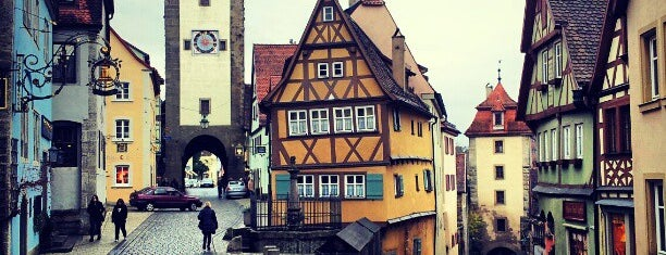 Rothenburg ob der Tauber is one of Lugares.