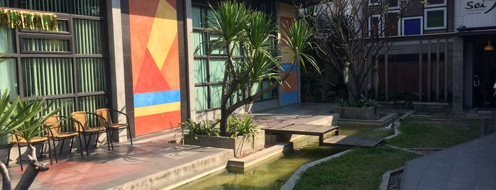 Nimman Soi 9 Hotel is one of Origin Rest.