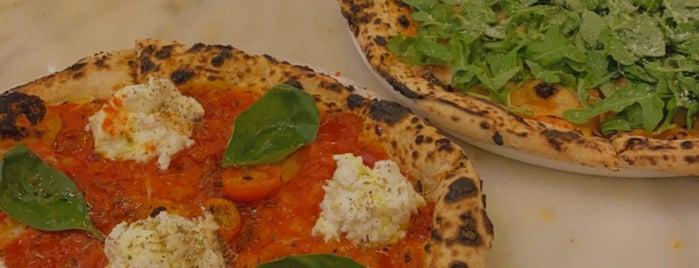 il postino pizzeria is one of Lieux qui ont plu à Abdullah.