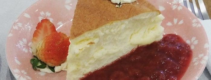 Moti Moti Cake Shop is one of Cristiane 님이 좋아한 장소.
