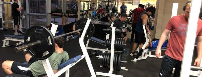 Healthridge Fitness Center is one of Lugares favoritos de Jennifer.