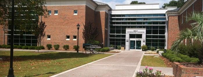 Kimbel Library is one of สถานที่ที่ Tad ถูกใจ.