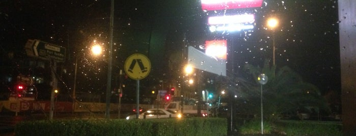 McDonald's is one of สถานที่ที่ Barry ถูกใจ.